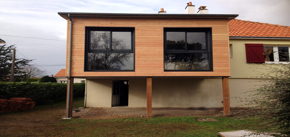 Extension maison bois sur pilotis for Construction agrandissement bois
